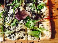 Pizza aux truffes et Château de Reignac