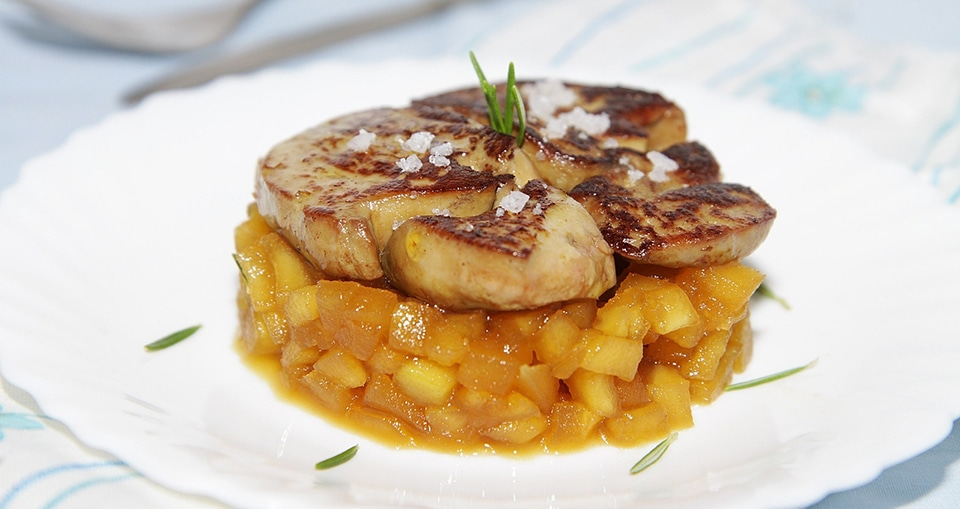 Foie gras po l aux pommes et croix de beaucaillou - Preparation du foie gras ...